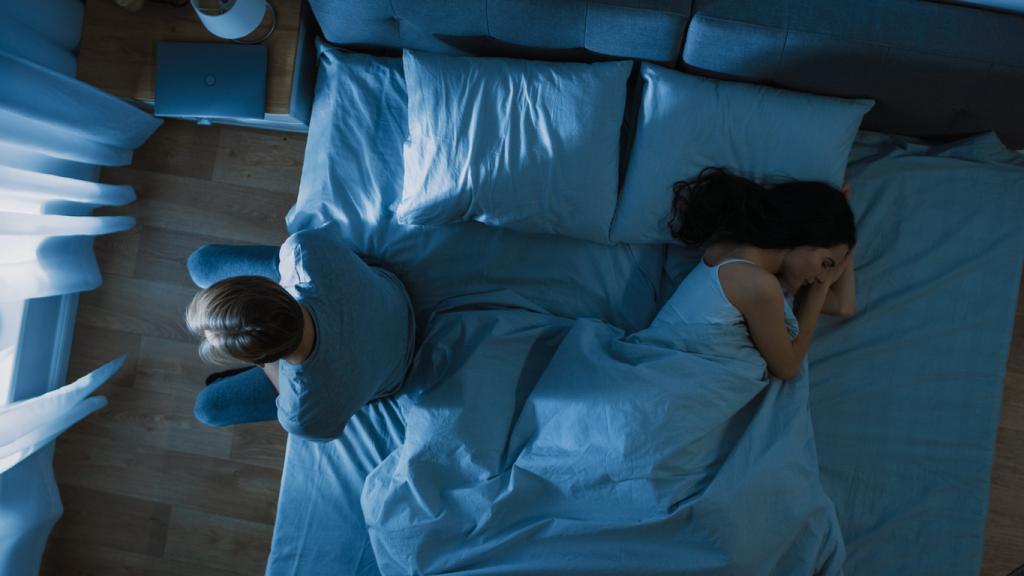 """Помимо усталости, недосыпание """"дарит"""" проблемы с кишечником и даже может разрушить семью: мнение эксперта"""