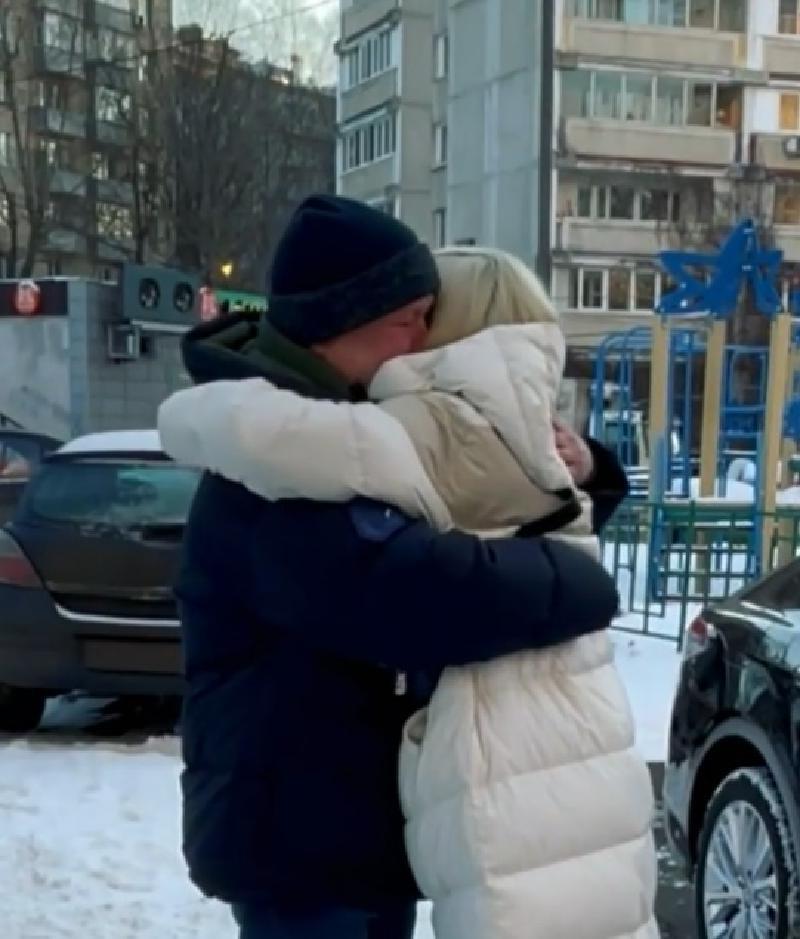 """""""Всё отдам за нашу семью!"""": Клава Кока подарила отцу на 55-летие автомобиль мечты"""