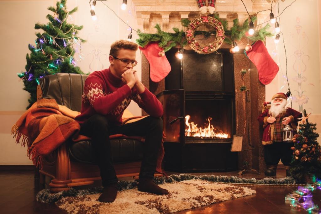 """Избавиться от радужных ожиданий: как общаться с """"трудными"""" родственниками и не испортить праздник"""