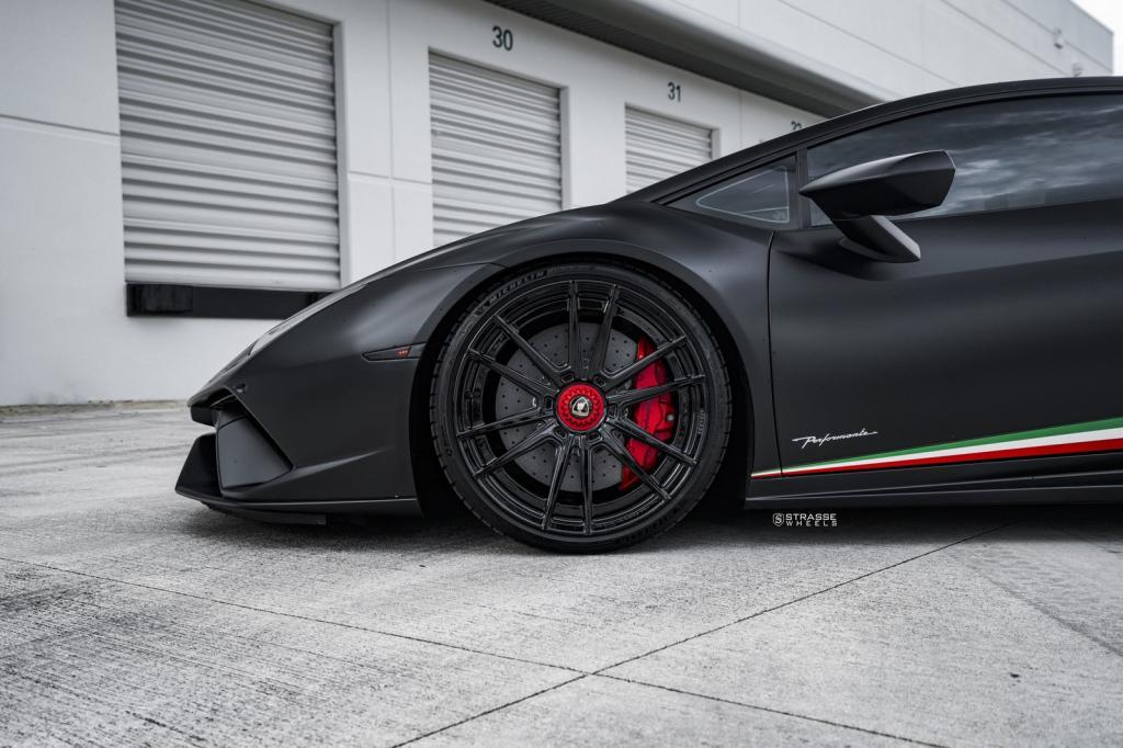 Проведен тюнинг Lamborghini Huracan Performante цвета Nero Nemesis: теперь у него двойной турбонаддув и изготовленные на заказ колеса