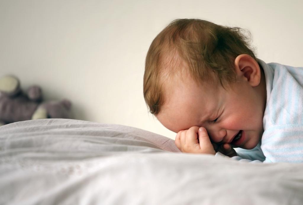 Согласно новому исследованию, половина 6-месячных детей не спит 8 часов подряд: непоследовательный режим сна - это нормально