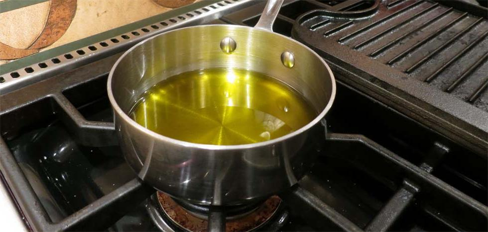 Как спасти кухню от жира, если приходится жарить мясо на домашней плите (три простые хитрости, на которые всегда обращают внимание опытные хозяйки)