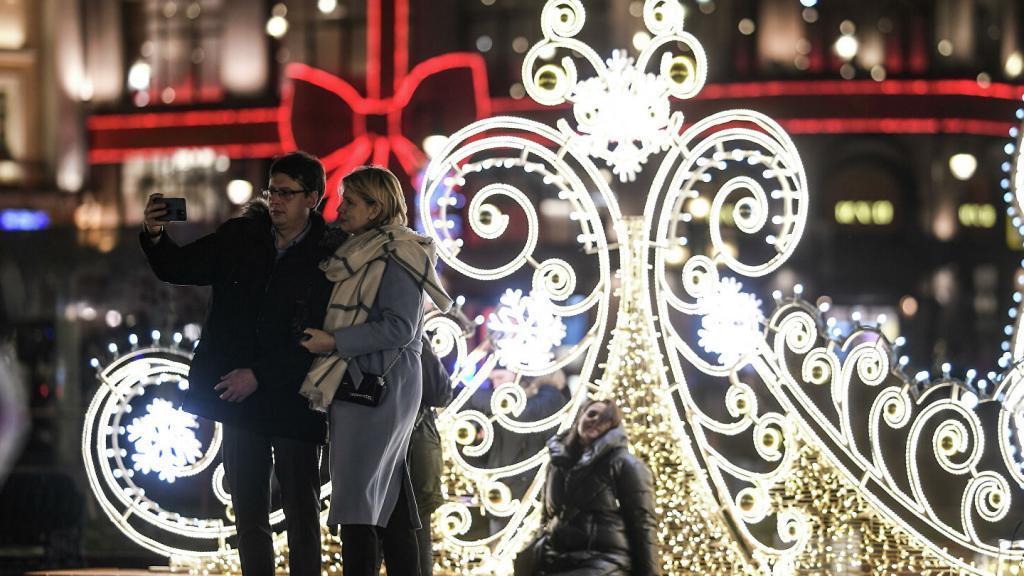 Хоть что-то до утра: праздничная подсветка в Москве работала всю новогоднюю ночь