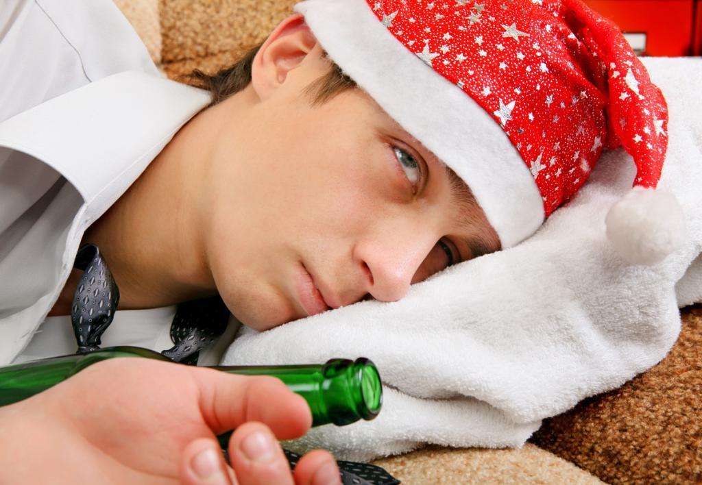Несвежие или неправильно приготовленные продукты, грязные руки, переизбыток алкоголя: встречаем Новый год без отравлений и переедания.Советы врача-эндокринолога