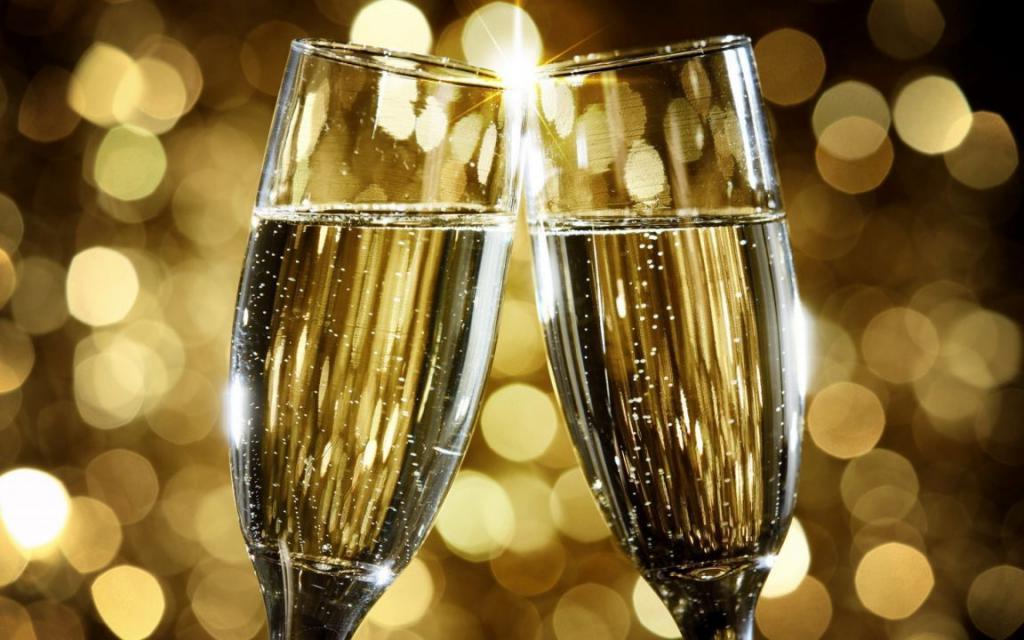 Новогодний лайфхак: как вернуть пузырьки вчерашнему шампанскому