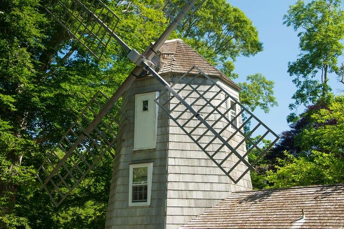 Как выглядит внутри здание ветряной мельницы в Хэмптоне, где Мэрилин Монро жила, спасаясь от прессы. Сейчас его продают за 11,5 млн долларов