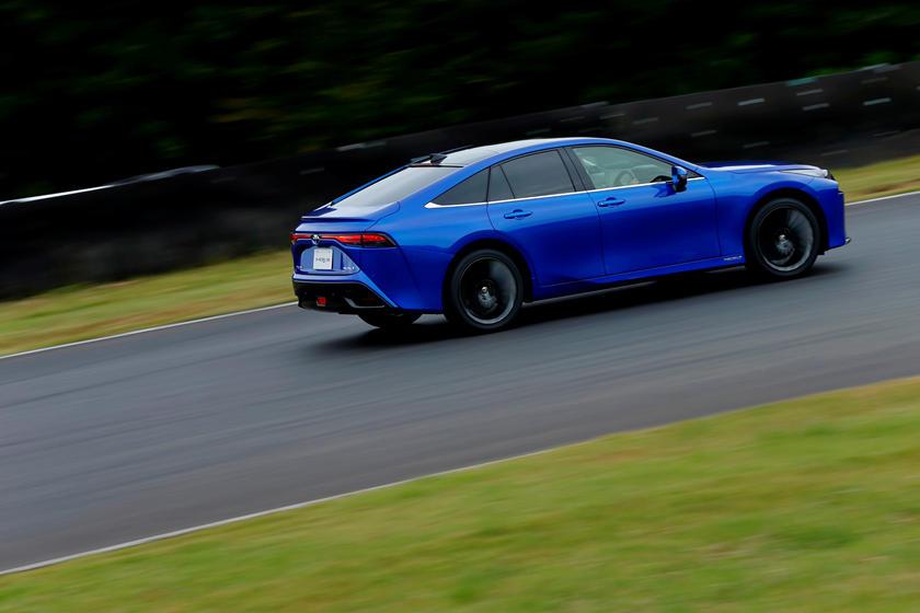 Toyota приближает будущее: компания подала заявку на патент на самоочищающийся автомобиль Toyota Pioneers