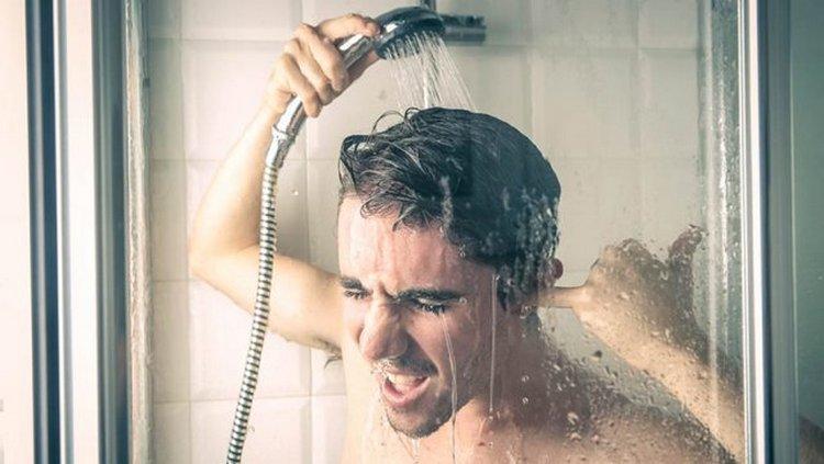 Восстановление водного баланса, контрастный душ, минеральная вода и белковая пища:нарколог и невролог дали советы, как избавиться от праздничного похмелья