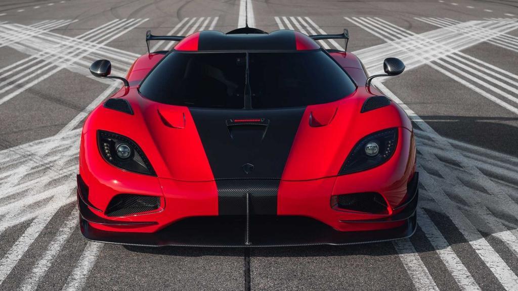 Компания Koenigsegg превратила гиперкар Agera RS в One:1. Техническая начинка Agera RS, обвес One:1 и целый год работы над проектом