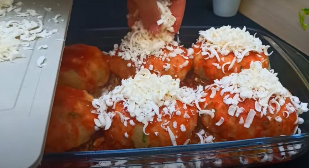 Вместо классических тефтелей: готовлю капустно-мясные бомбочки с сыром и картофелем. Дети всегда просят добавки