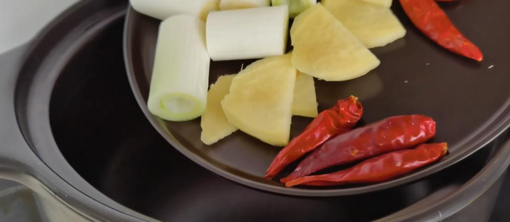 Субпродукт, который все выбрасывают, можно приготовить не хуже вырезки из мяса: китайский рецепт