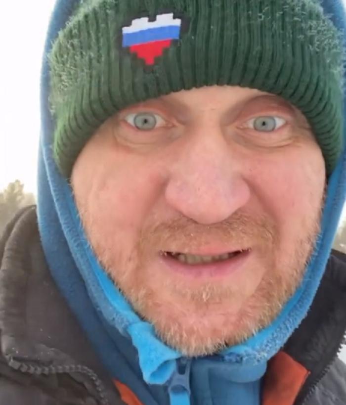 """""""Нормально платят, кстати"""": Андрей Рожков подрядился заливать катки"""