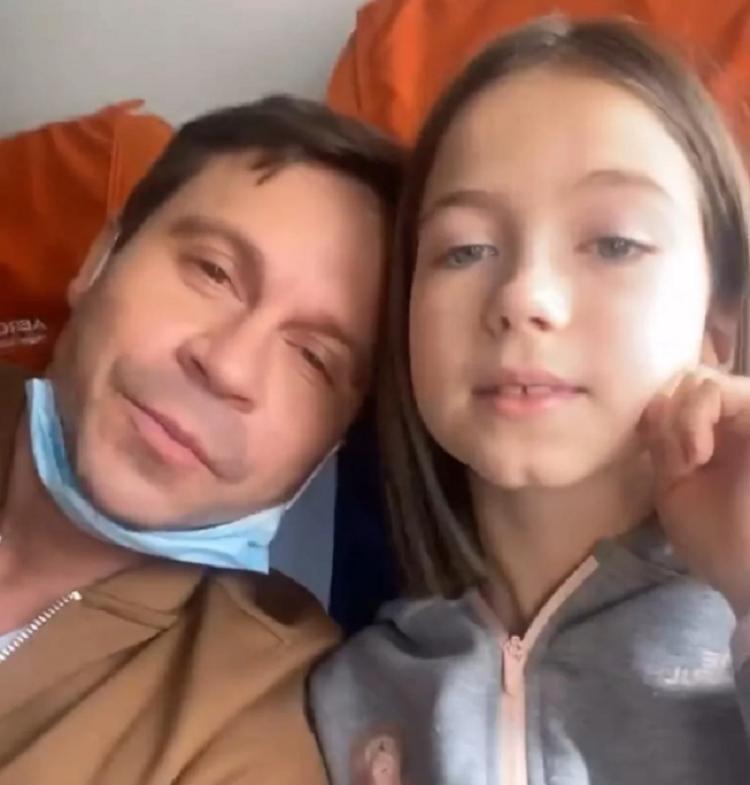 Все-таки улетел: Павел Деревянко сумел урегулировать проблемы с запретом его выезда из страны и отправился с дочкой на отдых