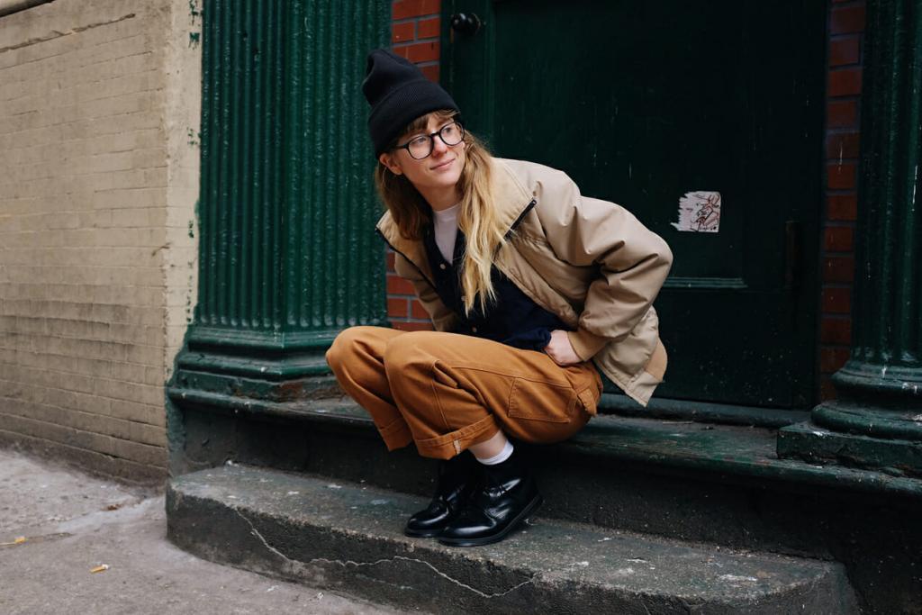 Девушка решила одеваться так же, как и оскароносный актер Дэниэл Дэй-Льюис: его стиль никогда не выйдет из моды