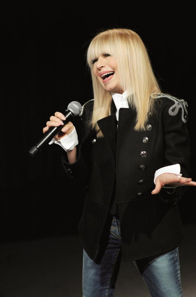 Звезда не любит роскоши: как сегодня живет и сколько зарабатывает популярная в СССР болгарская певица Лили Иванова