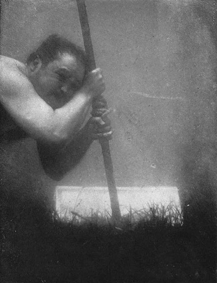 128 лет назад Луи Бутан сделал первое селфи под водой