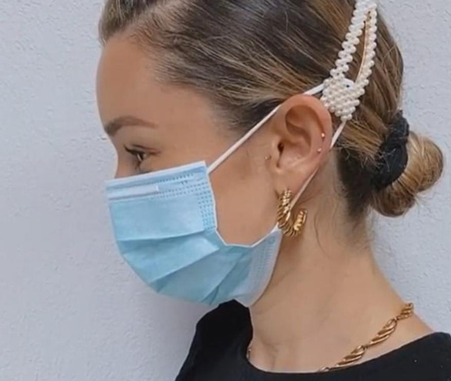 Окончательное руководство по овладению маской: как избавиться от запотевших очков, размазанной помады и воспаленных ушей