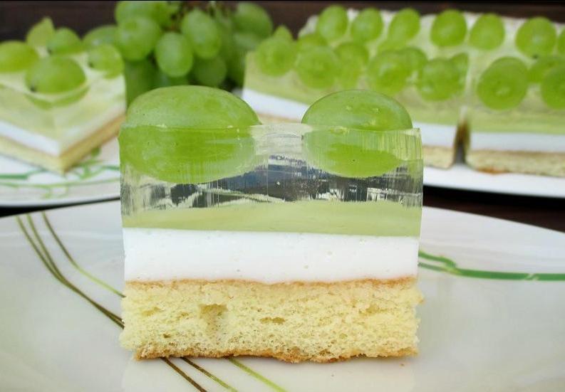 """Десерт """"Парящий виноград"""" порадует не только вкусом, но и необычным видом: рецепт красивого торта"""