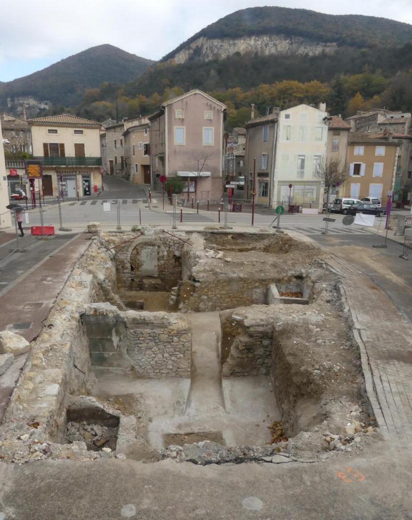 Неподалеку от старинной церкви французские археологи нашли целое аббатство, погруженное в речной ил