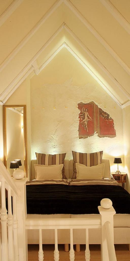 Внутри самого маленького отеля шириной всего лишь 2,4 метра, на удивление, очень уютно