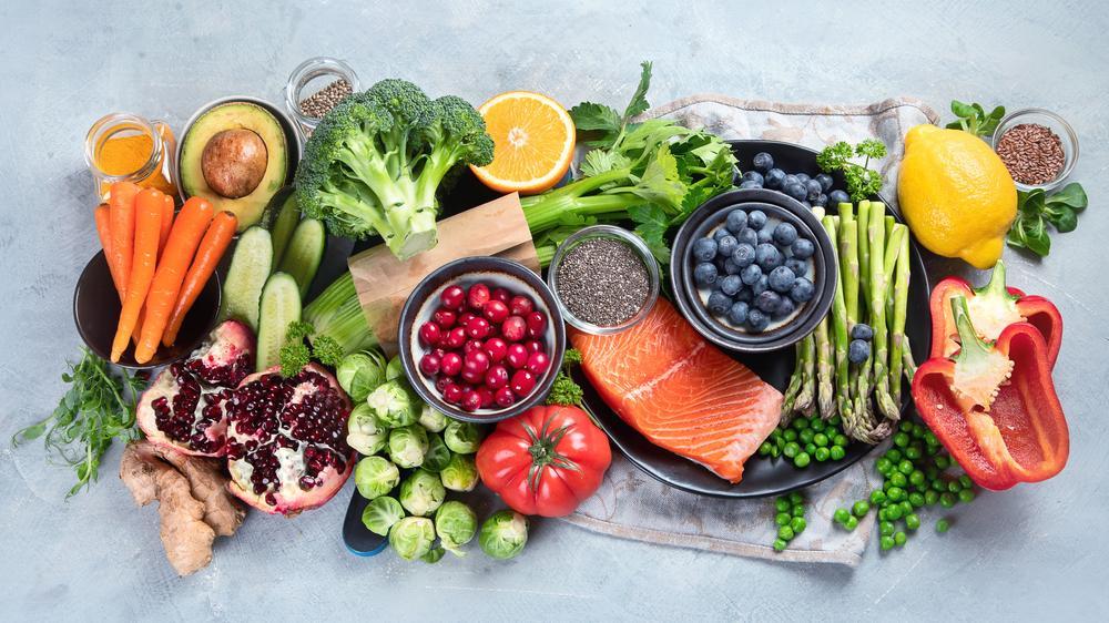 Врач-диетолог рассказала, как вернуться к обычному режиму питания после новогодних излишеств