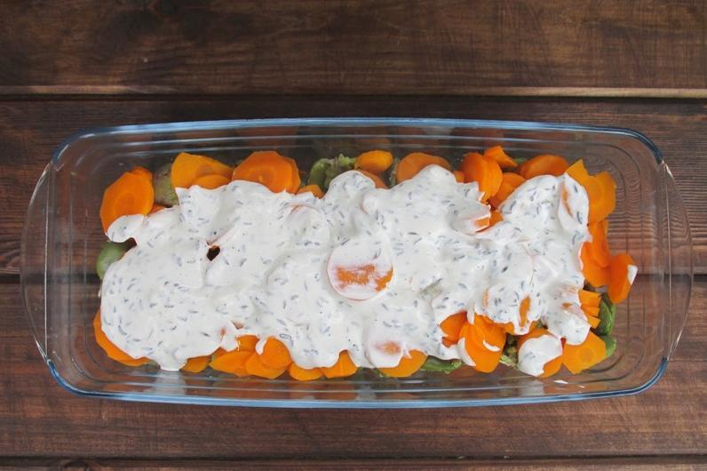 Только сейчас оценила всю прелесть бобов - сделала из них слоеный салат с овощами: идеальный гарнир к любому мясному блюду