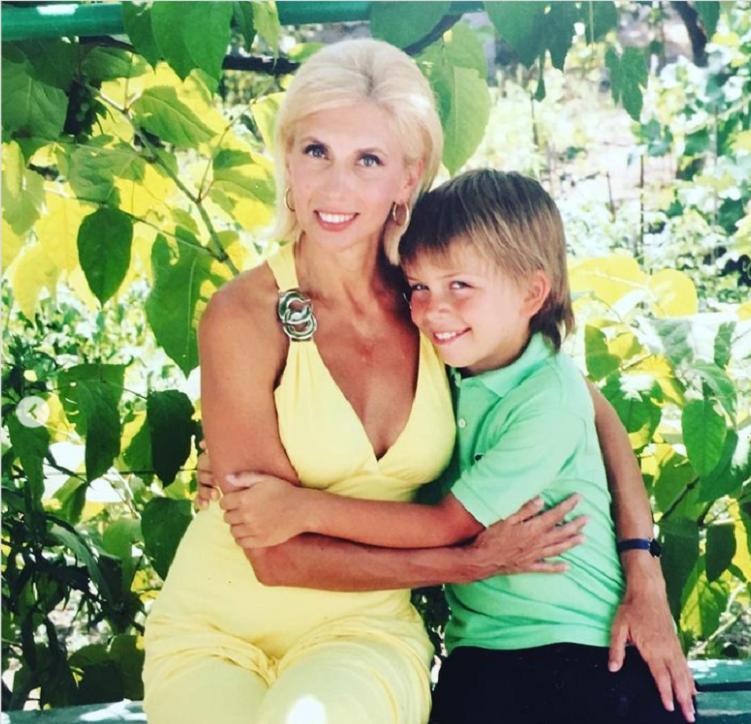 Алена Свиридова поделилась снимком 17-летнего сына-красавца Гриши и поздравила его с днем рождения