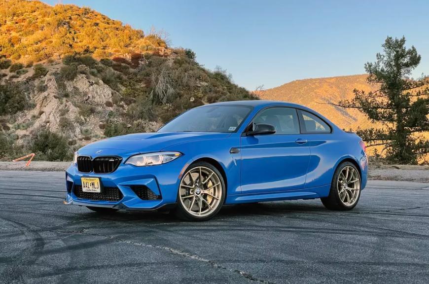 BMW M2 CS 2020: один из самых красивых спортивных седанов с турбонаддувом и золотыми дисками