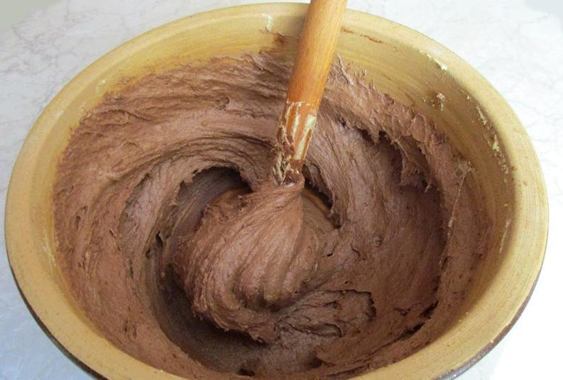 Трехцветный пирог со сливами: красивая выпечка для праздничного стола или домашних посиделок