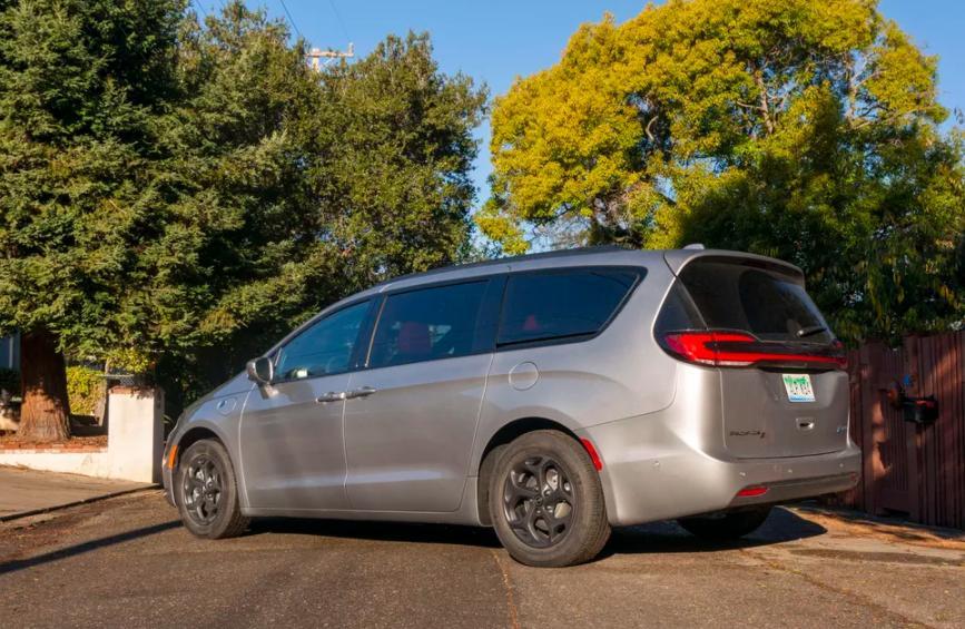 Chrysler Pacifica Hybrid 2021 года: обновленный минивэн предлагает гибридную мощность и улучшенную систему вождения