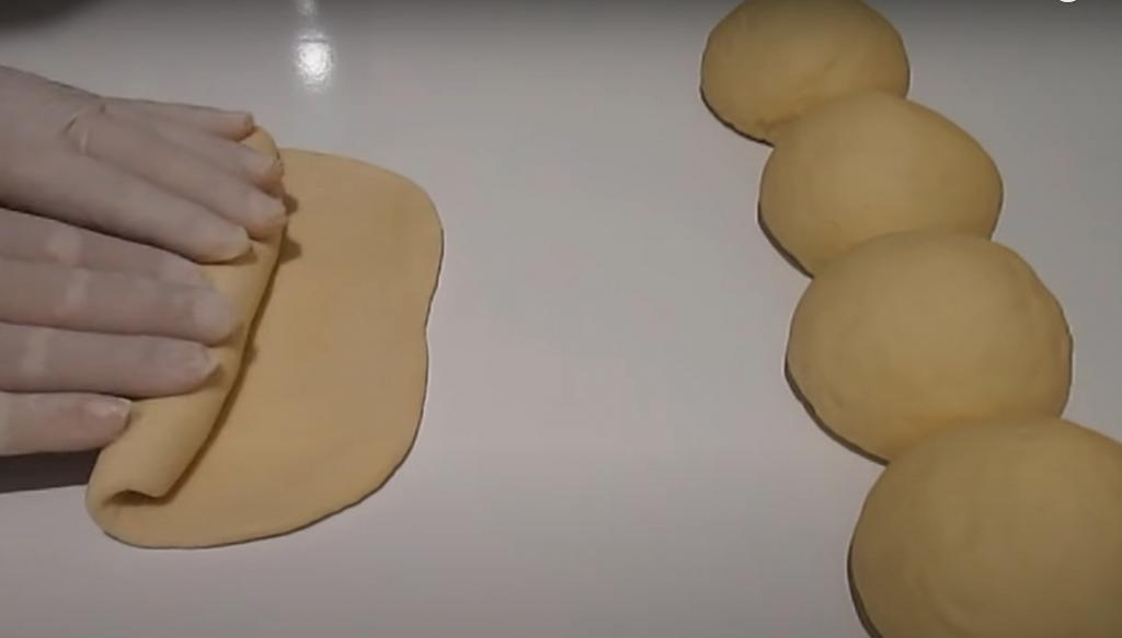 Покупные батоны больше не нужны: варим тесто в кастрюле, а затем выпекаем