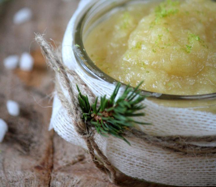 Для выпечки, десертов или просто вприкуску с чаем: полезный сладкий соус из яблок, имбиря и лимона