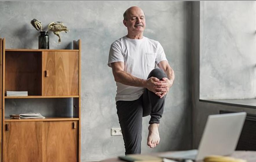 Всего 10 минут физических упражнений в день в среднем возрасте могут предотвратить снижение мозговой деятельности, показывают исследования