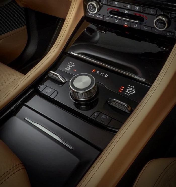 Представлен новый Jeep Grand Cherokee версии L с тремя рядами сидений