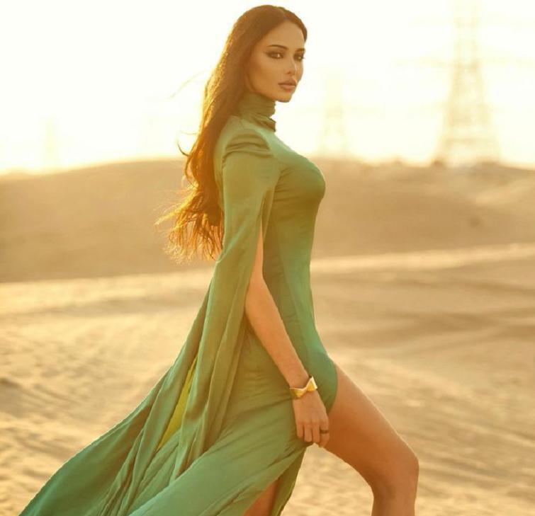 Статная фигура восточной принцессы: Анастасия Решетова поделилась с подписчиками новыми снимками