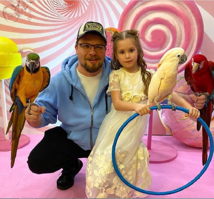 Был или не был – вот в чем вопрос: Кристина Асмус высмеяла прессу за статьи о том, что Гарик Харламов пропустил день рождения дочери