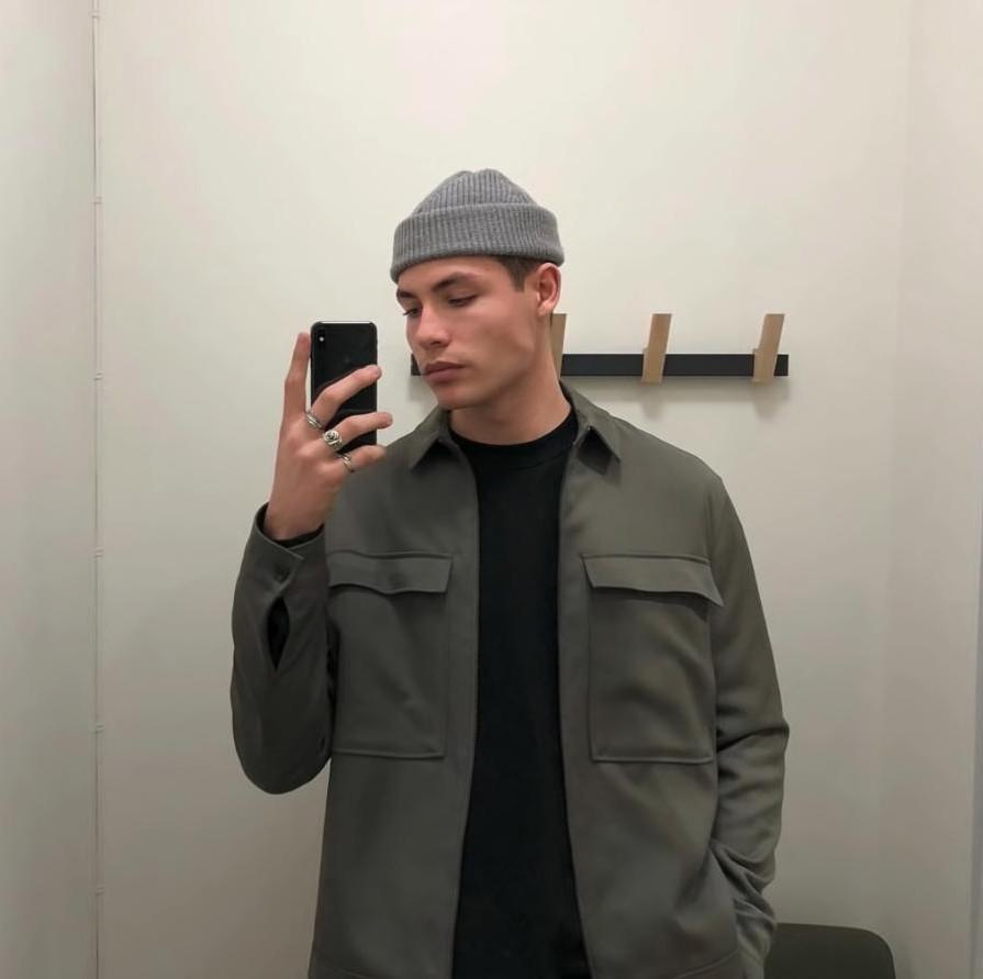 Зачем мужчины носят шапки, которые не закрывают ушей: оказывается, это модный тренд, который пошел от рыбаков