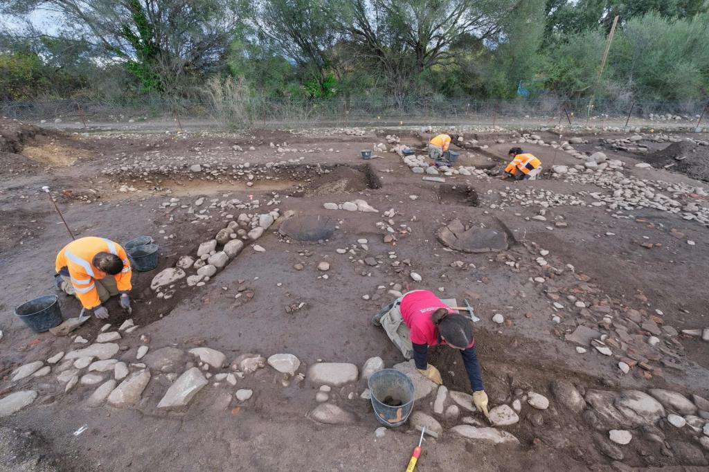 Следы поселения возрастом не меньше 1800 лет обнаружили археологи во Франции (фото)