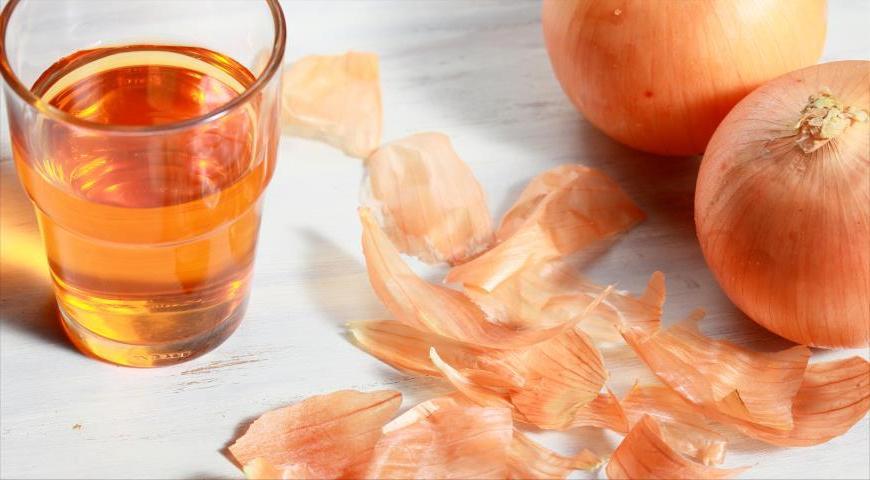 Эффективнее лимона, сильнее имбиря: из очистков лука, которые мы обычно выбрасываем, можно приготовить целебный чай, масло, отвар и другие средства для иммунитета