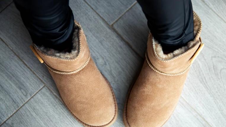 """Мода на удобную и теплую, но, по мнению мужчин, """"уродливую"""" обувь не проходит: речь идет о бренде UGG"""
