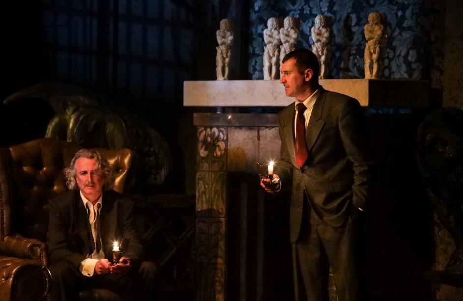 Десять человек под разными предлогами приглашены незнакомцем в особняк на острове: в театре Табакова покажут спектакль по пьесе Агаты Кристи