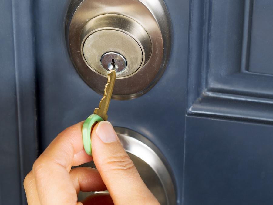 Алена придумала, как заставить маму отдать ключ от ее квартиры. План был прост