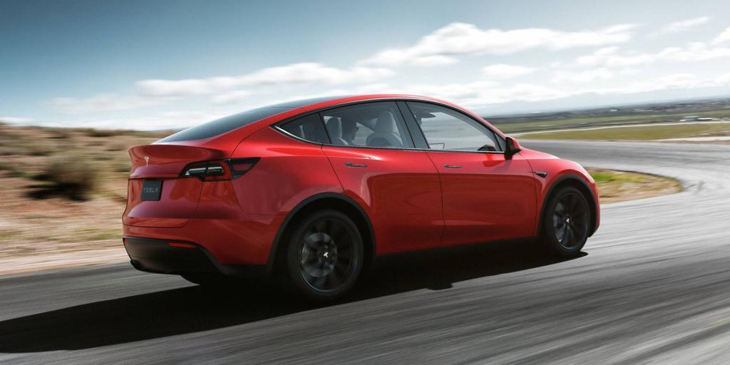Бюджетная версия Tesla Model Y поступила в продажу: до этого можно было приобрести только топовую модификацию с двумя электрическими двигателями