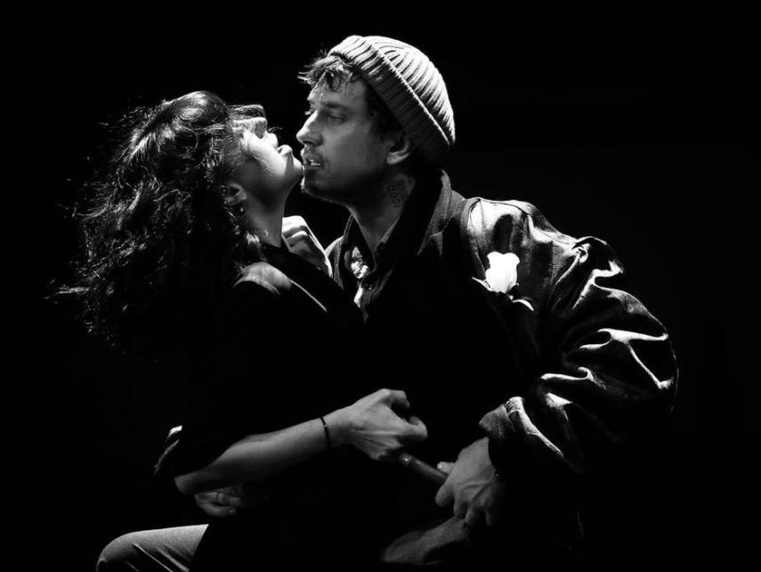 """Мирослава Карпович выложила страстное фото с Павлом Прилучным на фоне слухов о новом романе """"Мажора"""""""
