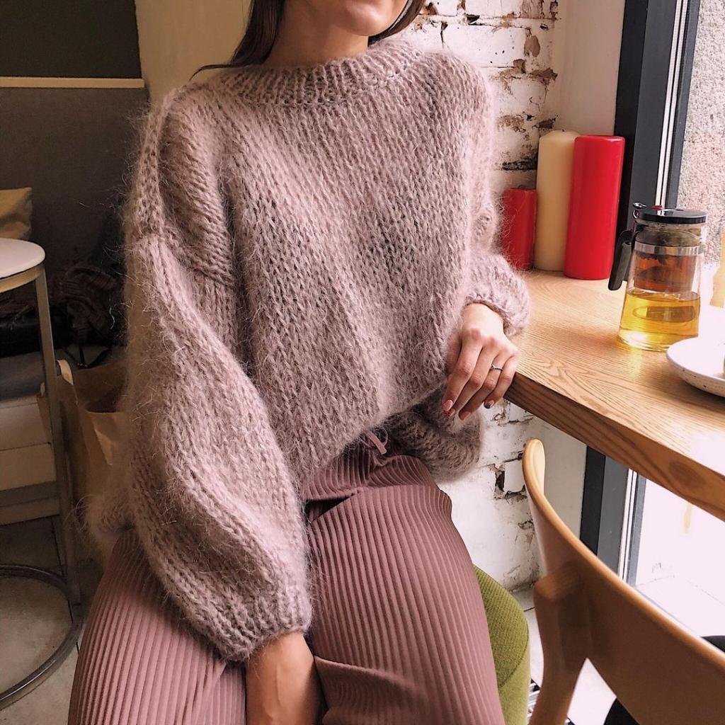 Невозможно остаться незамеченной: как носить розовые вещи этой зимой