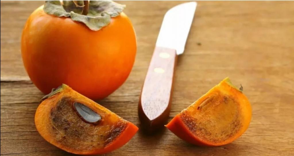 Не только заморозка: как еще можно избавить хурму от вязкости