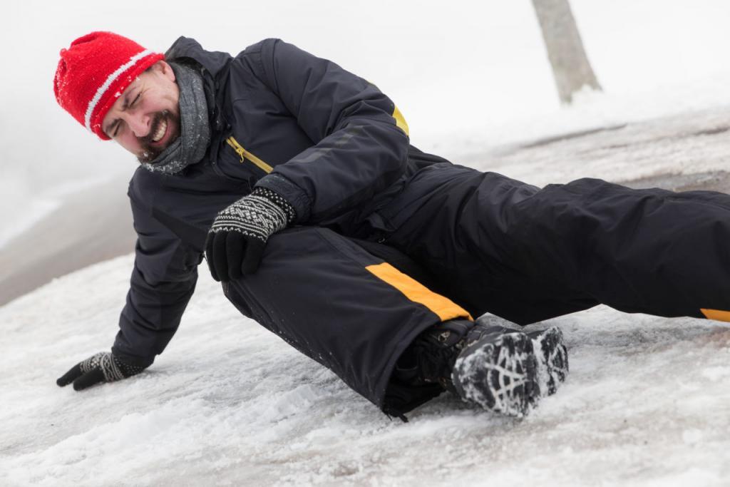 """Не пить, не спешить, с горок кататься с умом: Минздрав рассказал о том, как избежать опасных """"зимних"""" травм"""