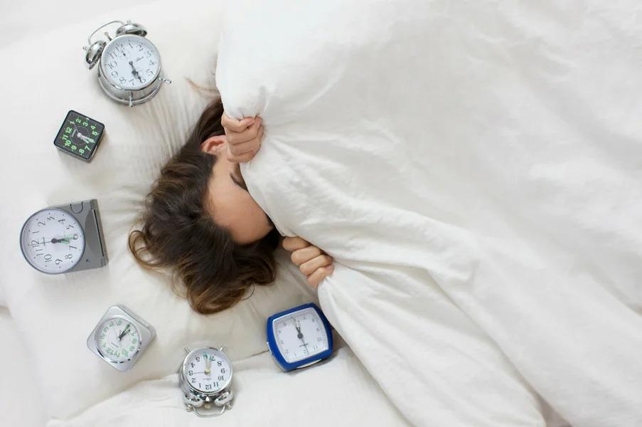 Сомнолог рассказал, как наладить режим сна после новогодних праздников. Оказалось, перед первым рабочим днем на пользу пойдет недосып