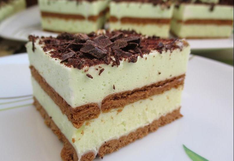 """Торт без выпечки """"Холодок"""" из мятных леденцов и шоколада: рецепт дешевого вкусного десерта"""