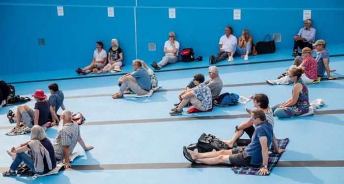 В Германии концерт классической музыки из-за пандемии провели в бассейне